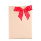 Εκλεκτής ποιότητας κιβώτιο δώρων με το κόκκινο τόξο κορδελλών Στοκ Φωτογραφία