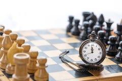 Εκλεκτής ποιότητας κομμάτια ρολογιών και σκακιού τσεπών Στοκ Φωτογραφίες