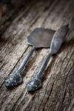 Εκλεκτής ποιότητας μαχαιροπήρουνα στο αγροτικό ξύλινο υπόβαθρο Στοκ φωτογραφίες με δικαίωμα ελεύθερης χρήσης