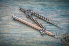 Εκλεκτής ποιότητας μολύβι διαιρετών στην ξύλινη έννοια κατασκευής πινάκων Στοκ φωτογραφίες με δικαίωμα ελεύθερης χρήσης
