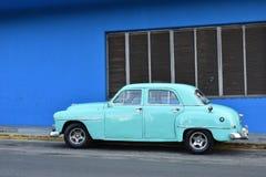 Εκλεκτής ποιότητας μπλε αυτοκίνητο Στοκ φωτογραφία με δικαίωμα ελεύθερης χρήσης