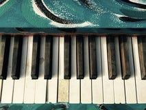 Εκλεκτής ποιότητας μπλε καλλιτεχνικά χρωματισμένα κλειδιά πιάνων Στοκ εικόνες με δικαίωμα ελεύθερης χρήσης