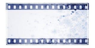 Εκλεκτής ποιότητας μπλε πλαίσιο λουρίδων ταινιών με τη mossy επιφάνεια τοίχων Στοκ Φωτογραφίες