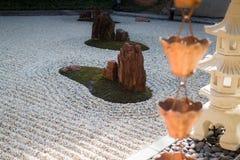 Εκλεκτής ποιότητας νερά βροχής εκκεντρικά στον κήπο zen Στοκ εικόνες με δικαίωμα ελεύθερης χρήσης