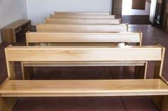 Εκλεκτής ποιότητας ξύλινοι πάγκοι Στοκ Εικόνες