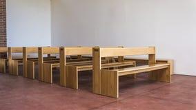 Εκλεκτής ποιότητας ξύλινοι πάγκοι Στοκ φωτογραφίες με δικαίωμα ελεύθερης χρήσης