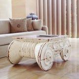 Εκλεκτής ποιότητας ξύλινος επιτραπέζιος εκλεκτής ποιότητας πίνακας Στοκ φωτογραφίες με δικαίωμα ελεύθερης χρήσης