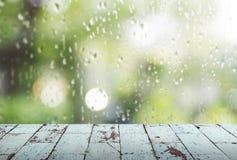 Εκλεκτής ποιότητας ξύλινος στη βροχερή ημέρα Στοκ εικόνες με δικαίωμα ελεύθερης χρήσης