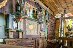 Εκλεκτής ποιότητας ξύλινος φραγμός στο παλαιό ύφος χίπηδων Στοκ Φωτογραφίες