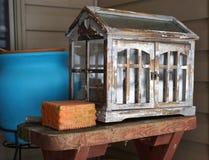 Εκλεκτής ποιότητας ξύλινο μικροσκοπικό θερμοκήπιο Στοκ Φωτογραφία