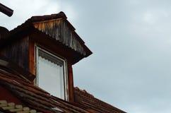 Εκλεκτής ποιότητας ξύλινο παράθυρο dormer Στοκ εικόνα με δικαίωμα ελεύθερης χρήσης