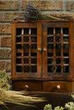 Εκλεκτής ποιότητας ξύλινο ράφι καρυκευμάτων ή γραφείο αποθήκευσης Στοκ Εικόνες