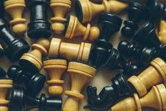 Εκλεκτής ποιότητας ξύλινο σκάκι στην κινηματογράφηση σε πρώτο πλάνο πινάκων σκακιού Στοκ φωτογραφίες με δικαίωμα ελεύθερης χρήσης