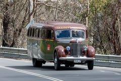 Εκλεκτής ποιότητας οδήγηση λεωφορείων στη εθνική οδό στοκ εικόνα