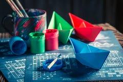Εκλεκτής ποιότητας παιχνίδι εγγράφου θωρηκτών με τα κόκκινα και μπλε σκάφη Στοκ εικόνα με δικαίωμα ελεύθερης χρήσης