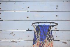 Εκλεκτής ποιότητας παλαιά ξύλινη στεφάνη καλαθοσφαίρισης Στοκ εικόνες με δικαίωμα ελεύθερης χρήσης