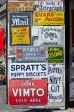 Εκλεκτής ποιότητας παλαιά σημάδια Στοκ Εικόνες