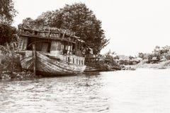 Εκλεκτής ποιότητας παλαιά χαλασμένη ξύλινη βάρκα ύφους Στοκ Φωτογραφίες