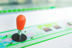 Εκλεκτής ποιότητας πηδάλιο παιχνιδιών arcade τηλεοπτικό στο λούνα παρκ Στοκ εικόνα με δικαίωμα ελεύθερης χρήσης