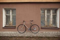 Εκλεκτής ποιότητας ποδήλατο στη φωτογραφία οδών Στοκ Εικόνες