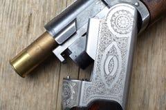 Εκλεκτής ποιότητας πυροβόλο όπλο κυνηγιού με τα κοχύλια Στοκ Εικόνα