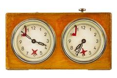 Εκλεκτής ποιότητας ρολόι σκακιού που απομονώνεται στο λευκό Στοκ Φωτογραφία