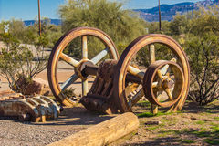 Εκλεκτής ποιότητας ρόδες μεταλλείας σιδήρου στην έρημο της Αριζόνα στοκ εικόνες