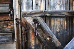 Εκλεκτής ποιότητας σάπια ξύλινη πόρτα Στοκ Εικόνες