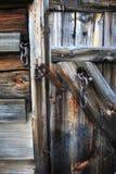 Εκλεκτής ποιότητας σάπια ξύλινη πόρτα Στοκ φωτογραφία με δικαίωμα ελεύθερης χρήσης