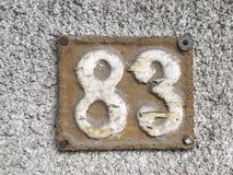 Εκλεκτής ποιότητας σκουριασμένο πιάτο μετάλλων grunge τετραγωνικό του αριθμού διεύθυνσης οδών με τον αριθμό Στοκ φωτογραφία με δικαίωμα ελεύθερης χρήσης