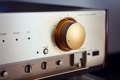 Εκλεκτής ποιότητας στερεοφωνικό ακουστικό εξόγκωμα όγκου ενισχυτών Στοκ Φωτογραφία