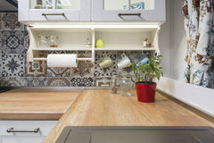 Εκλεκτής ποιότητας στοιχεία κουζινών, διακοσμήσεις και λεπτομέρειες κουζινών στο κλασικό ύφος Στοκ Εικόνες