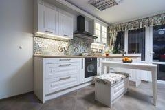 Εκλεκτής ποιότητας στοιχεία κουζινών, διακοσμήσεις και λεπτομέρειες κουζινών στο κλασικό ύφος Στοκ Εικόνα