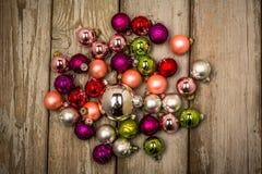 Εκλεκτής ποιότητας σφαίρες Χριστουγέννων σχεδίου στοκ φωτογραφίες