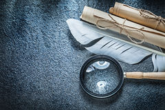 Εκλεκτής ποιότητας σχοινόδετοι ρόλοι εγγράφου που ενισχύουν - φτερό γυαλιού στη μαύρη ΤΣΕ Στοκ εικόνα με δικαίωμα ελεύθερης χρήσης