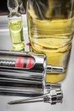 Εκλεκτής ποιότητας σύριγγα γυαλιού και μέταλλο δίσκων μετάλλων βελόνων Στοκ εικόνα με δικαίωμα ελεύθερης χρήσης