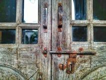 εκλεκτής ποιότητας τετράγωνο γυαλιού πορτών κλειδαριών βρώμικο Στοκ Εικόνες