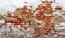 Εκλεκτής ποιότητας τούβλινος τοίχος με το ξεφλουδισμένο ασβεστοκονίαμα Στοκ εικόνες με δικαίωμα ελεύθερης χρήσης