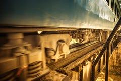 Εκλεκτής ποιότητας τραίνο που περνά από στοκ φωτογραφίες