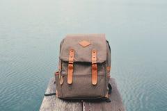 Εκλεκτής ποιότητας τσάντα στο υπόβαθρο φύσης Στοκ φωτογραφία με δικαίωμα ελεύθερης χρήσης