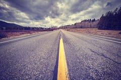 Εκλεκτής ποιότητας τυποποιημένος φυσικός δρόμος μια νεφελώδη ημέρα, Ουαϊόμινγκ, ΗΠΑ Στοκ Εικόνα