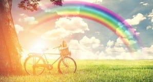 Εκλεκτής ποιότητας υπαίθριο ποδήλατο με την άποψη τομέων φύσης, φως του ήλιου με το RA Στοκ φωτογραφίες με δικαίωμα ελεύθερης χρήσης