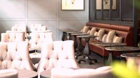 Εκλεκτής ποιότητας υπόβαθρο μήκους σε πόδηα εστιατορίων Περιοχή σαλονιών Αναδρομικές καρέκλες ύφους Φως ημέρας πανόραμα φιλμ μικρού μήκους