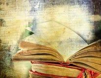 Εκλεκτής ποιότητας υπόβαθρο με τα παλαιά βιβλία Στοκ εικόνες με δικαίωμα ελεύθερης χρήσης