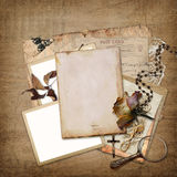 Εκλεκτής ποιότητας υπόβαθρο με το πλαίσιο, τα τριαντάφυλλα και τις επιστολές Στοκ Εικόνα