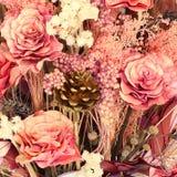 Εκλεκτής ποιότητας υπόβαθρο τεχνητών λουλουδιών διακοσμήσεων Στοκ Φωτογραφίες