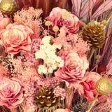 Εκλεκτής ποιότητας υπόβαθρο τεχνητών λουλουδιών διακοσμήσεων Στοκ Εικόνα