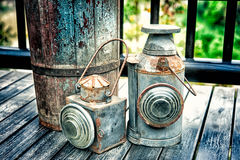 Εκλεκτής ποιότητας φανός στην παλαιά ξύλινη σύσταση πατωμάτων Στοκ Εικόνα