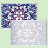 Εκλεκτής ποιότητας φυλλάδια με το σχέδιο mandala σε έναν χλωμό - πράσινο υπόβαθρο Στοκ φωτογραφία με δικαίωμα ελεύθερης χρήσης