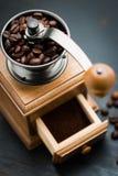 Εκλεκτής ποιότητας χειρωνακτικός μύλος καφέ Στοκ φωτογραφίες με δικαίωμα ελεύθερης χρήσης